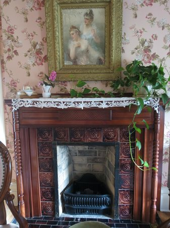 The Historic Dayton house: fireplace in bedroom