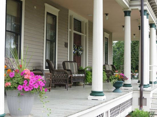 The Historic Dayton house: porch