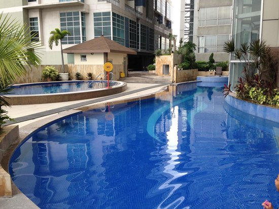 Outdoor pool tower 3 pool is also open but both outdoor pools are freeeeezing cold some sma for Cheap hotels in cebu city with swimming pool
