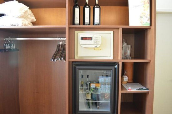 Minibar and some wine for consumption - Picture of Hotel Rathaus ...