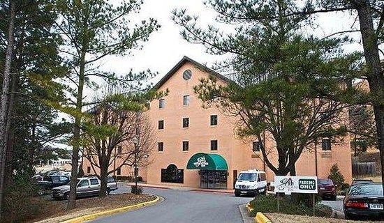 GuestHouse Inn & Suites Little Rock : GOLITA