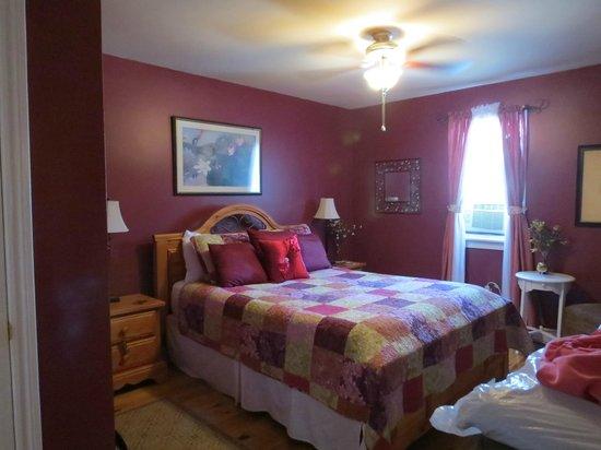 Newark Manor B&B: The Merlot Room