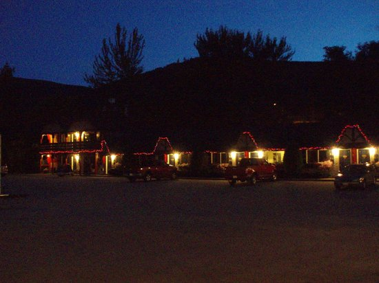 Alpine Inn and Suites: Outside of motel