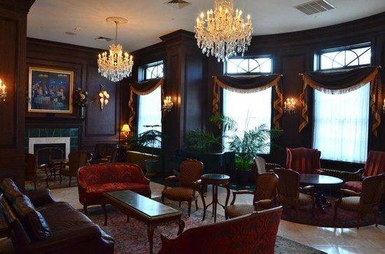 Landmark Inn: Lobby