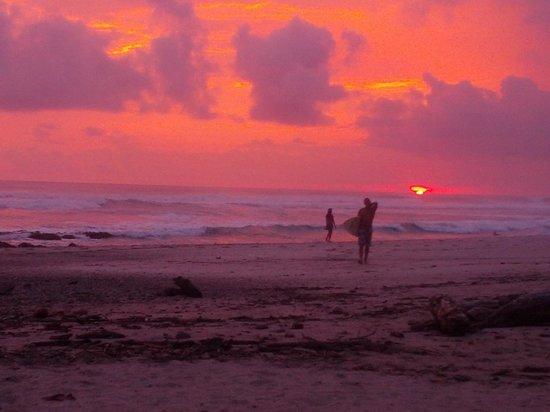 Hotel Tropico Latino: sunset on the beach
