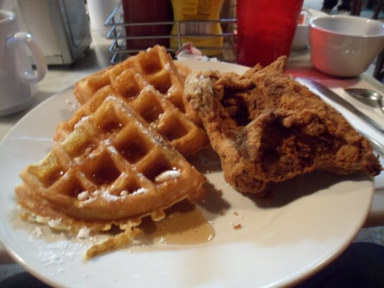 Magnolia Grill: Awesome chicken and waffles