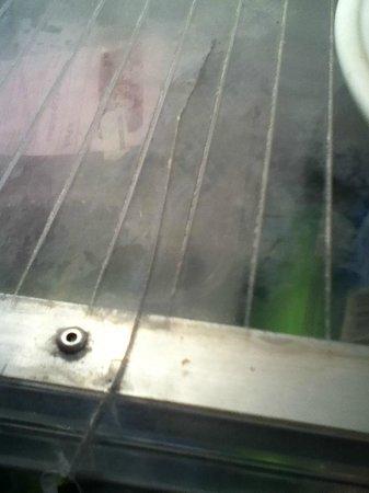 Gateway Lifestyle Aspley: Broken window