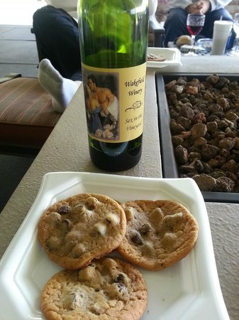 Wakefield Country Inn & Vineyards : Best wine and cookies ever made!!!!