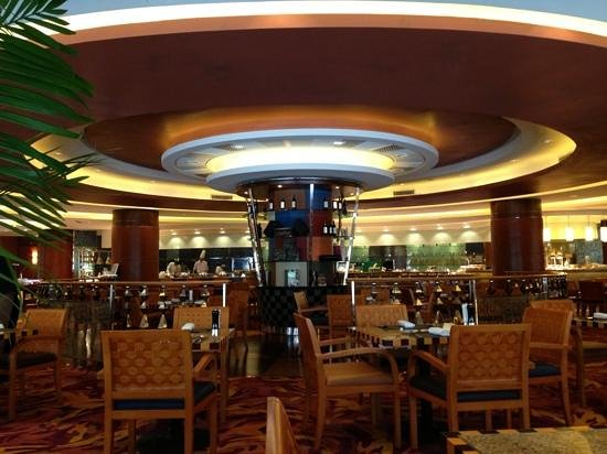Renaissance Shanghai Pudong Hotel: cafe for the buffets