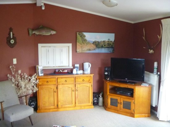 TroutBeck Fishing Lodge: guest lounge1
