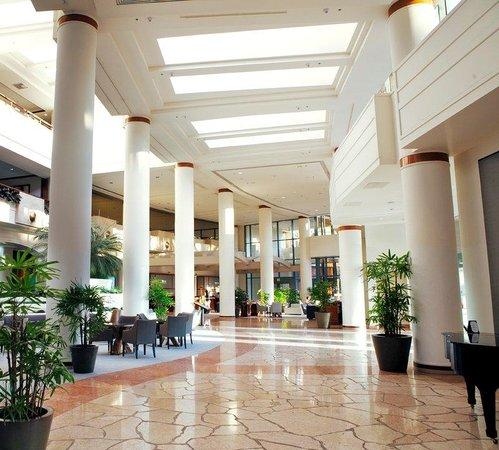 The Westin Long Beach: Lobby