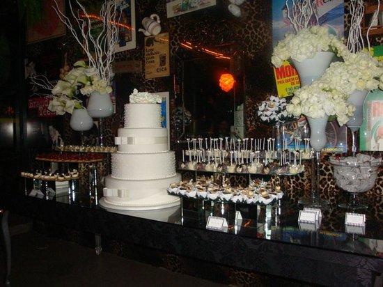 Restaurante Universal: A mesa de doces do casamento.
