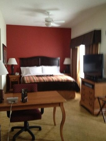Homewood Suites by Hilton @ The Waterfront: King Size bed at Homewood Suite