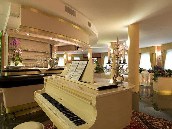 Bifi Hotel: Bar/Lounge