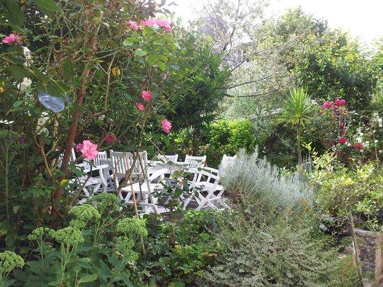 la gentilhommiere n'existe plus : Terrace and garden
