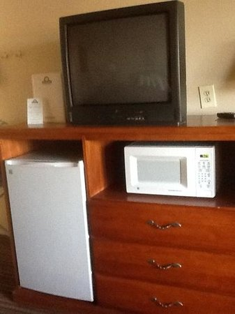 Days Inn Roswell: mini-fridge and microwave
