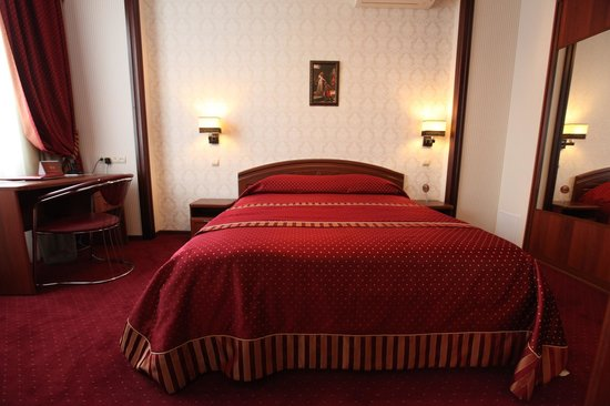 "Tatarstan Business Hotel: Спальная комната номера ""Люкс"""