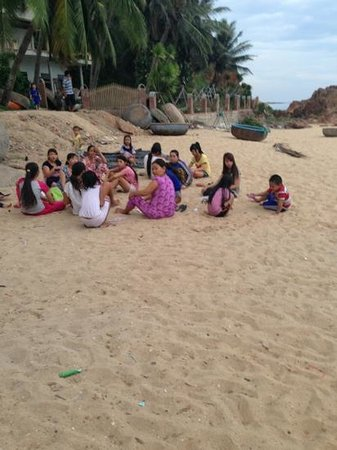 AVANI Quy Nhon Resort & Spa: people living in the village around 200 m from the resort - worth a visit