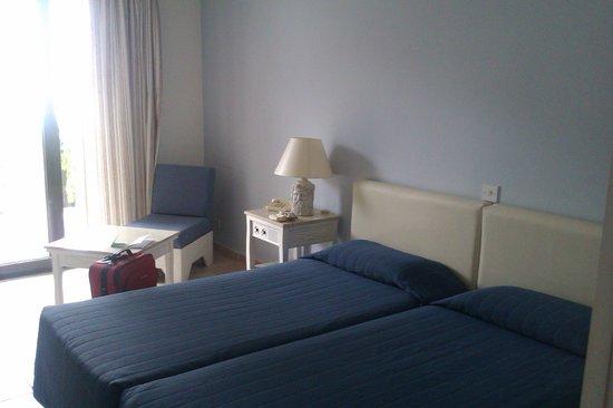 Dionysos Central: Room