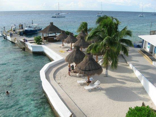 Casa del Mar Cozumel Hotel & Dive Resort: Pier across street