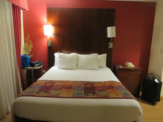 Residence Inn Boston Tewksbury/Andover: separate bedroom