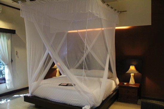 Tonys Villas & Resort: Bed