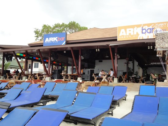 Ark Bar Beach Club: ビーチ上