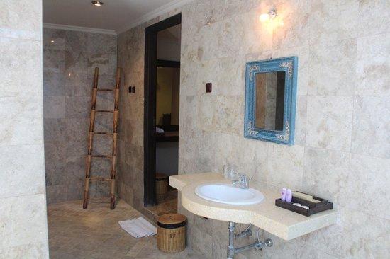 Tonys Villas & Resort: Bathroom