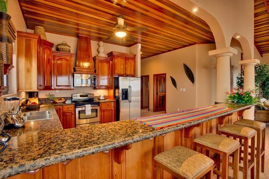 Coco Beach Resort: Seaview Kitchen