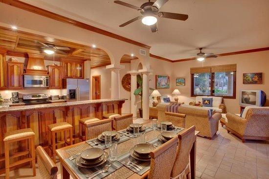 Coco Beach Resort: Seaview Dining Kitchen Living Rooms