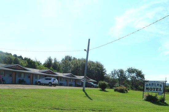 Gables Motel: 50's type motel