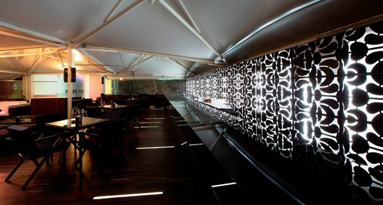 Springs Hotel & Spa: Bar counter