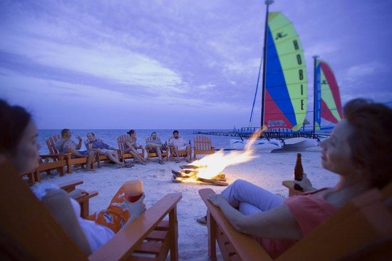 St. George's Caye Resort: Beach BBQ
