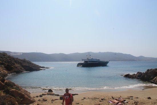 Agios Sostis Beach: la calita justo debajo taberna nikis