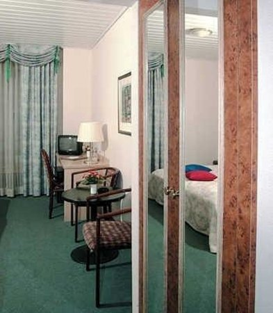 Central Hotel: Guest Room