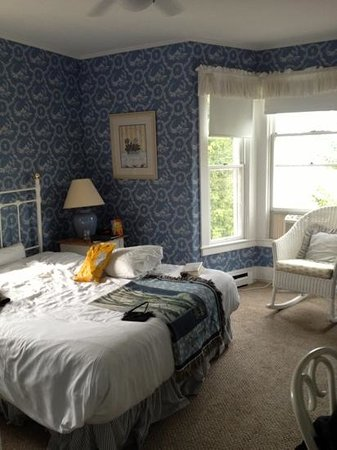 Basin Harbor: simple & small but comfortable room