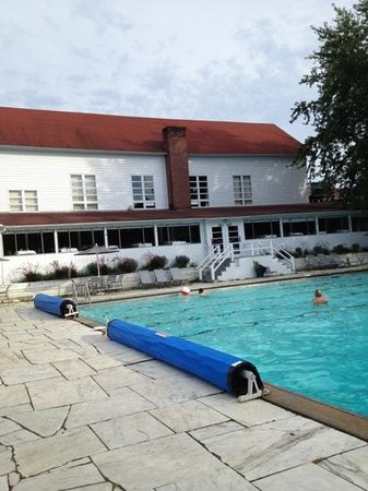 Basin Harbor: pool adjacent to Ranger Room, home of lunch buffet