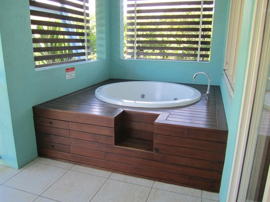Mantra Aqueous On Port: Spa tub