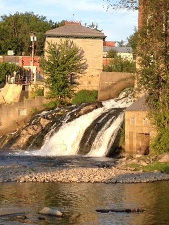 Basin Harbor: Otter Creek Falls in downtown Vergennes