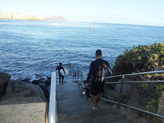 Kewalo Basin: 海に通じている階段