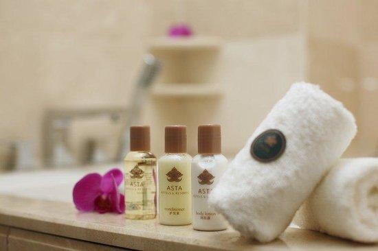 Asta Hotel Shenzhen: Bathroom Amenities