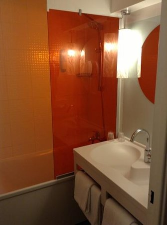 Ibis Styles Paris Bercy: the nice compact bathrooms