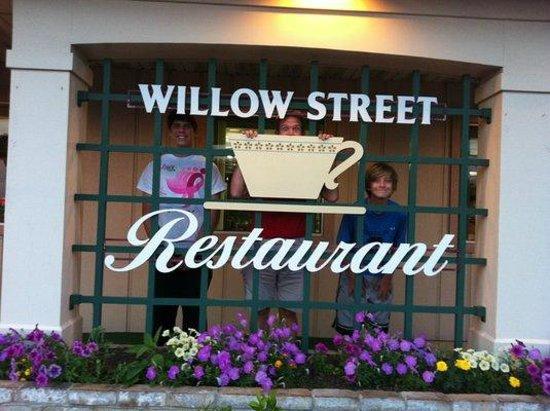 Willow Street Restaurant: Front WIndow