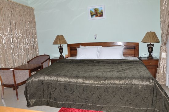 Platinum Guest Lodge: A bed room
