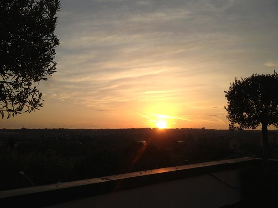 Hotel Pulitzer Roma: Sunset from rooftop