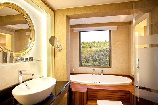 Limak Eurasia Luxury Hotel: CIRCLEROOMBathroom