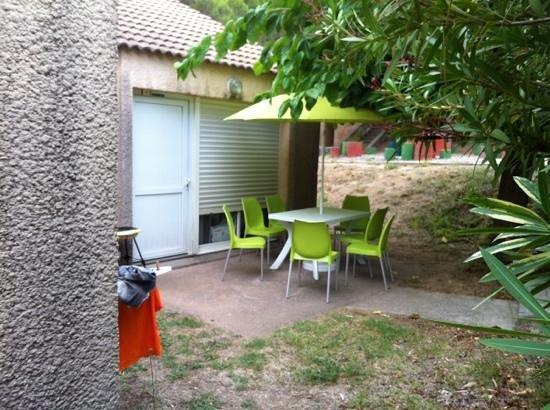 VVF Villages Montagnac-Mediterranee: terrasse des logements