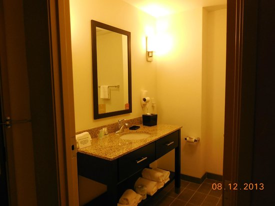 Sleep Inn & Suites: Nice stand alone sink and cabinet