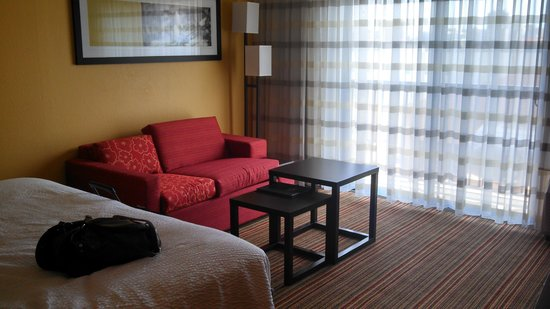 Courtyard by Marriott St. Louis Westport Plaza: Lounging area