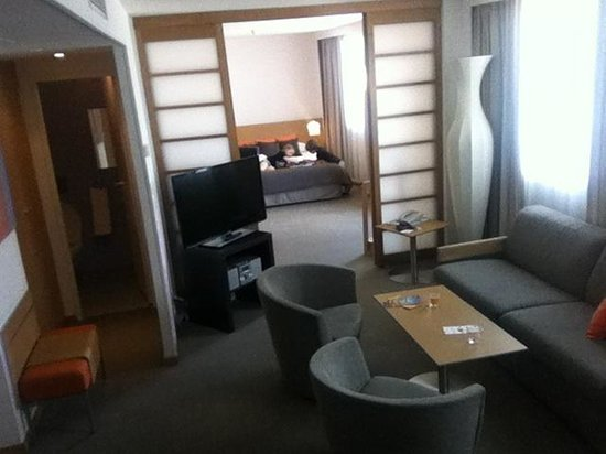 Novotel Paris Centre Gare Montparnasse: Our suite!